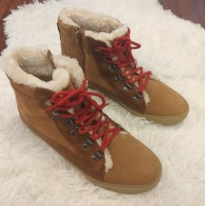 AEO Fur Lined Lace Up Ankle Boots Tan Red Sherpa
